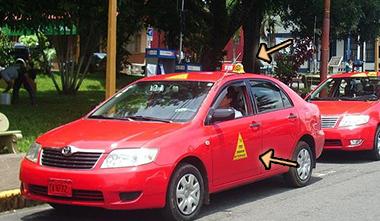 Foto de un taxi oficial en Costa Rica