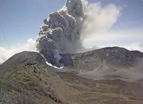 Foto de la erupción del Volcan de Turrialba