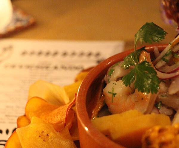 Delicioso Ceviche de Camarones del Restaurante Alma de Barrio Amón