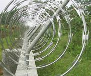 Foto de una tapia con alambre navaja