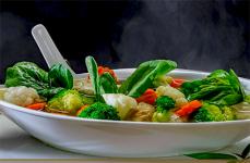 Foto de una sopa cocinada al estilo chino